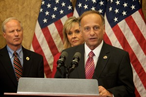 Rep. Mike Coffman (R-CO), left, with anti-immigrant Rep. Steve King (R-IA).